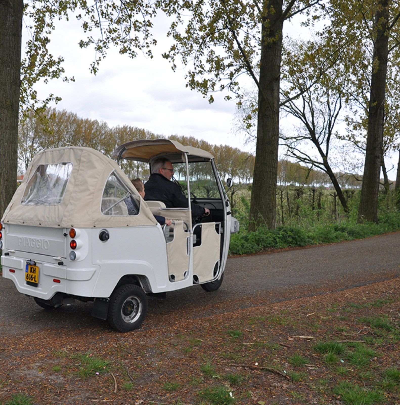 Tuk_over_de_bloesemdijken_zak_van_zuid_beveland
