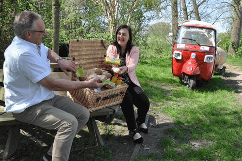 Bij een tuk tuk arrangement kunt u onder ander een picknickmand, tapasschotel of een barbecue pakket bij bestellen